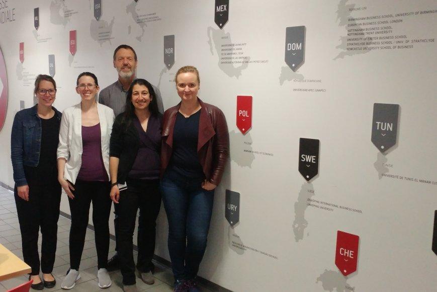 Photo: de gauche à droite, Mélissa Veilleux, Nancy Moreau, Yvan Petit, Mireille Saad et Malgorzata Chromy
