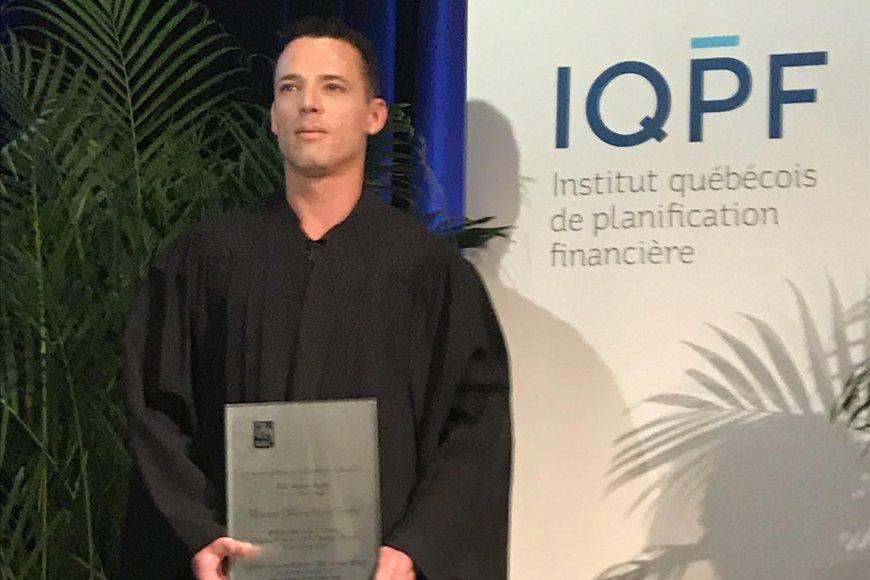 Thierry Gréaux obtient la meilleure note à l'examen unique de l'IQPF