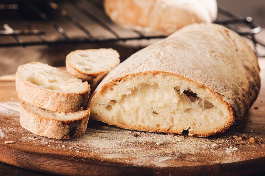 Pendant ce premier mois de confinement, de nombreux cuisiniers en herbe ont appris l'art de faire du pain. La tendance du «fait maison» est très populaire, en particulier chez les plus jeunes.