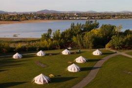 Le projet Hôtel UNIQ, un service clé en main de village sous forme de tentes meublées et tout équipées initialement conçu pour les organisateurs de festivals, a été testé avec succès comme hébergement touristique l'été dernier.
